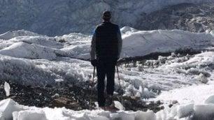 Il marine senza una gamba realizza il suo sogno di arrivare in cima allEverest