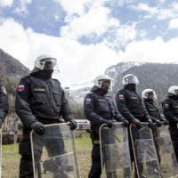 Migranti, Austria schiera 80 poliziotti al Brennero: