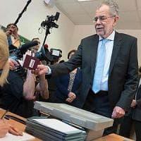 Elezioni Austria, testa a testa Van der Bellen-Hofer: deciderà il voto per posta