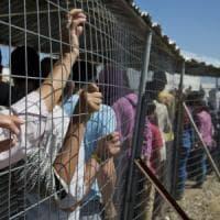 Migranti, Grecia prepara sgombero Idomeni e invia polizia a confine con Macedonia