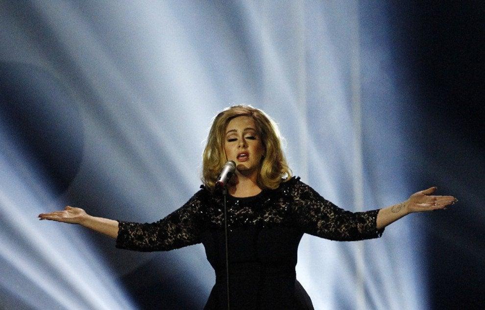 Adele, il contratto da 90 milioni di sterline con la Sony è da record