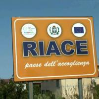 Calabria, minacce al vicesindaco di Riace, cartucce calibro 12  e un biglietto: ...