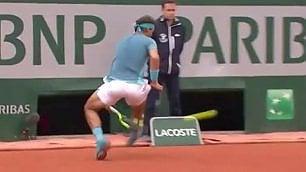 Roland Garros, incredibile Nadal il passante sotto le gambe è show