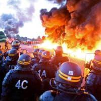 """Il ministro: """"In piazza ormai solo i violenti ma la riforma del lavoro aiuta tutti"""""""