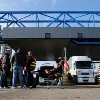 Francia: nuovo blitz polizia sblocca raffineria, intaccate riserve strategiche