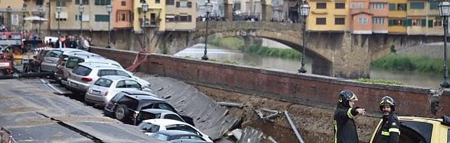 """Firenze, voragine di 200 metri sul Lungarno il sindaco Nardella: """"Probabile errore umano"""""""