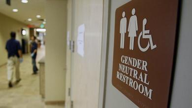 Usa, undici Stati si ribellano a Obama sull'accesso degli studenti trasngender alle toilette