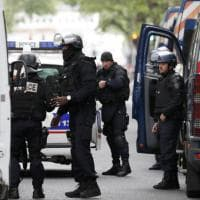 Blitz della polizia nel centro di Parigi, arrestato sospettato jihadista