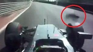 F1, il circuito cittadino fa paura Button colpito da un tombino