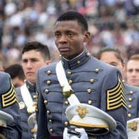 Stati Uniti, nelle lacrime del cadetto immigrato c'è tutto il sogno americano