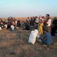 """Siria, offensiva anti Is: 300 mila in fuga da Raqqa. De Mistura: """"Rischiano di morire di..."""