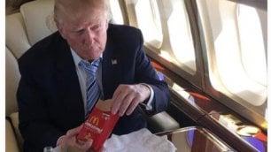 Il McMenu della vittoria: Trump festeggia sul jet con le patatine