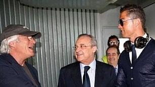 Gere sul volo del Real Madrid Calciatori a caccia di selfie