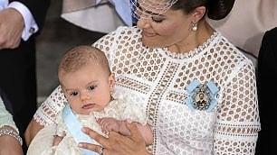Lo stesso vestitino da cento anni per il battesimo del principe -  foto