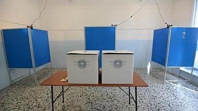 La rivolta contro il maxiponte elettorale Medie, anticipata ultima prova esame  I presidi: basta con il voto a scuola
