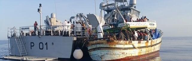 In Sicilia sbarcano 3400 profughi: sistema d'accoglienza in difficoltà
