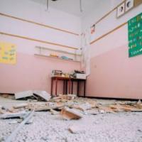 Gioia Tauro, crolla intonaco a scuola: quattro feriti