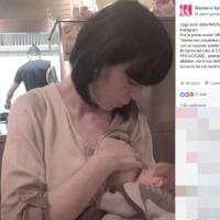 Instagram, critiche social alla blogger che allatta in pubblico: