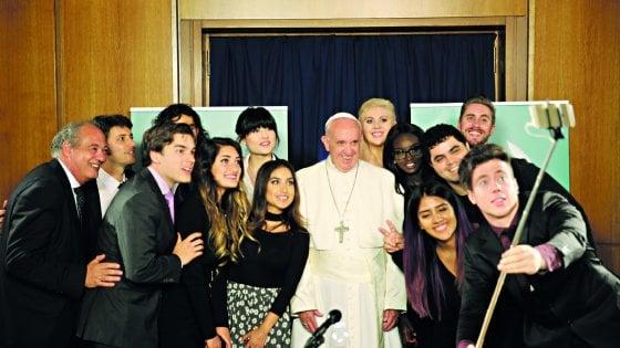 """Il Papa agli youtuber """"Siate responsabili delle vostre parole"""""""