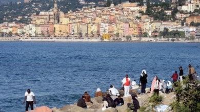 Ventimiglia, profughi 'evitano' sgombero trovando asilo in una chiesa   foto   -   video