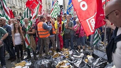 Sciopero rifiuti: lavoratori in piazza Proteste, Italia a rischio caos cassonetti