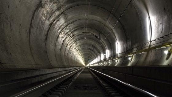 Gottardo il tunnel dei record si lascia scoprire dall - Isolare il tetto dall interno ...