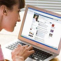 Su Facebook il linguaggio delle donne cambia: