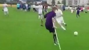 Jay, amputato di una gamba   dribbla e segna gol memorabile