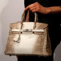 Christie's, la borsa più cara del mondo: 300mila $ per la Birkin di coccodrillo e diamanti