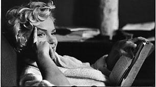 Marilyn pop o austera,  se la Diva avesse 90 anni