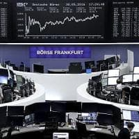 Il petrolio recupera, ma le Borse trattano incerte. Milano peggiora con le banche