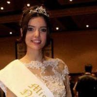 Argentina, via la corona alla Miss: squalificata perché mamma