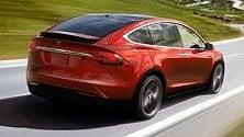 Tesla Model X impazzisce, il proprietario fa causa