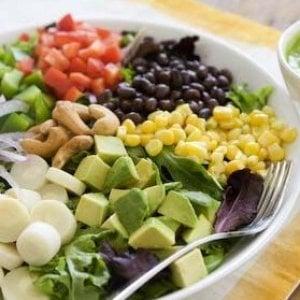 """""""Sempre più bimbi mangiano vegano"""", i pediatri in allarme"""