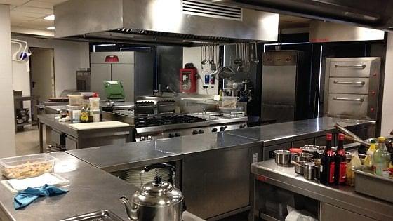 Le mani di buffett su angelo po le storiche cucine - Cucine a induzione consumi ...