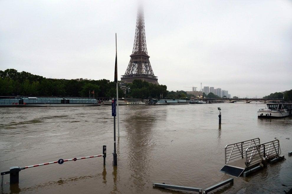 Ondata di maltempo, piogge e inondazioni in Francia e Germania: Louvre evacuato per mettere in salvo le opere