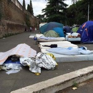 Migranti a Roma,  una tendopoli anche al Verano