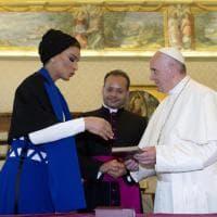 """Papa Francesco incontra la sceicca del Qatar: """"Fedi diverse, stessa radice"""""""