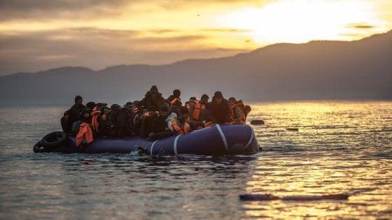 """Migranti: Avramopoulos, commissario Ue: """"Assegneremo fino a 137mila Carte blu l'anno"""""""