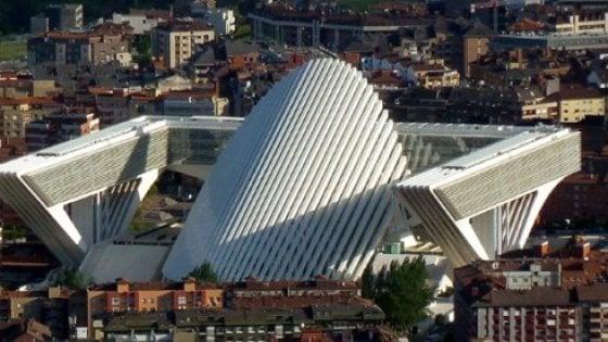 I guai di Santiago Calatrava: tre milioni di danni per il Palazzo di Oviedo. E non è un caso isolato