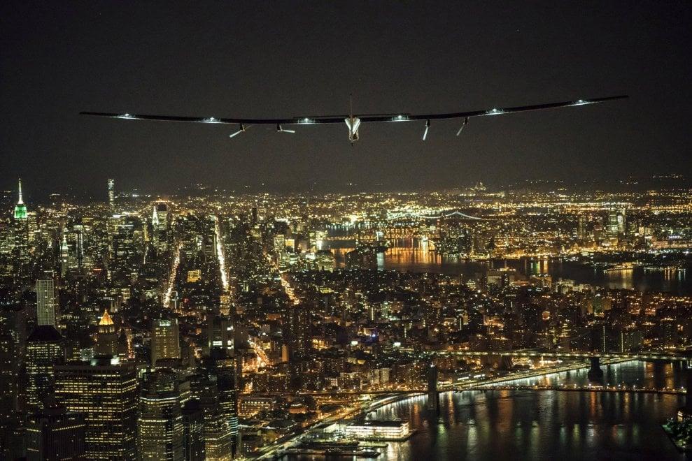 Solar Impulse 2 atterra a New York, poi sorvolerà Atlantico