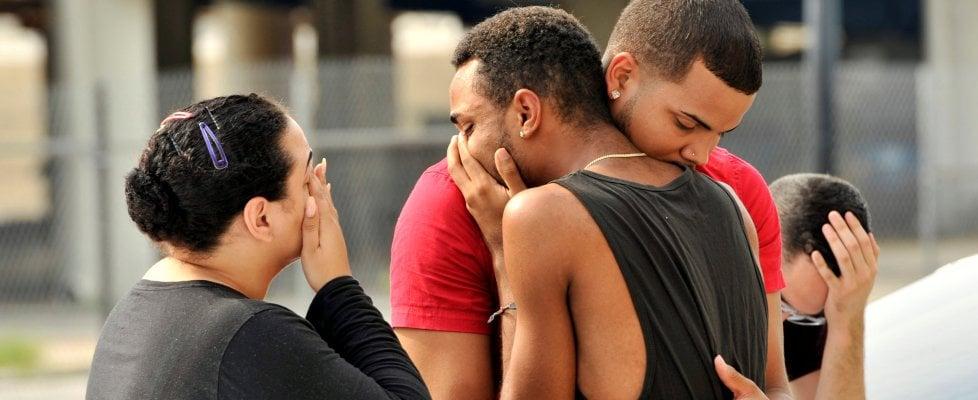 Florida, spara in locale gay: 50 morti, killer ucciso. Due le piste: terrorismo o atto omofobo