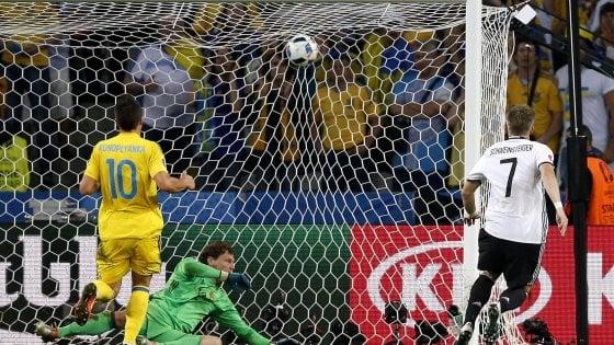 Germania-Ucraina 2-0: Mustafi e Schweinsteiger, i tedeschi non sbagliano