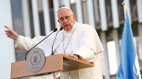 """Roma, Papa in visita al Programma alimentare: """"Non abituarsi a tragedie, la fame non è normale"""""""
