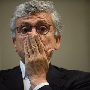 """La sfida di D'Alema: """"Pur di cacciare Renzi sono pronto a votare anche Raggi"""""""
