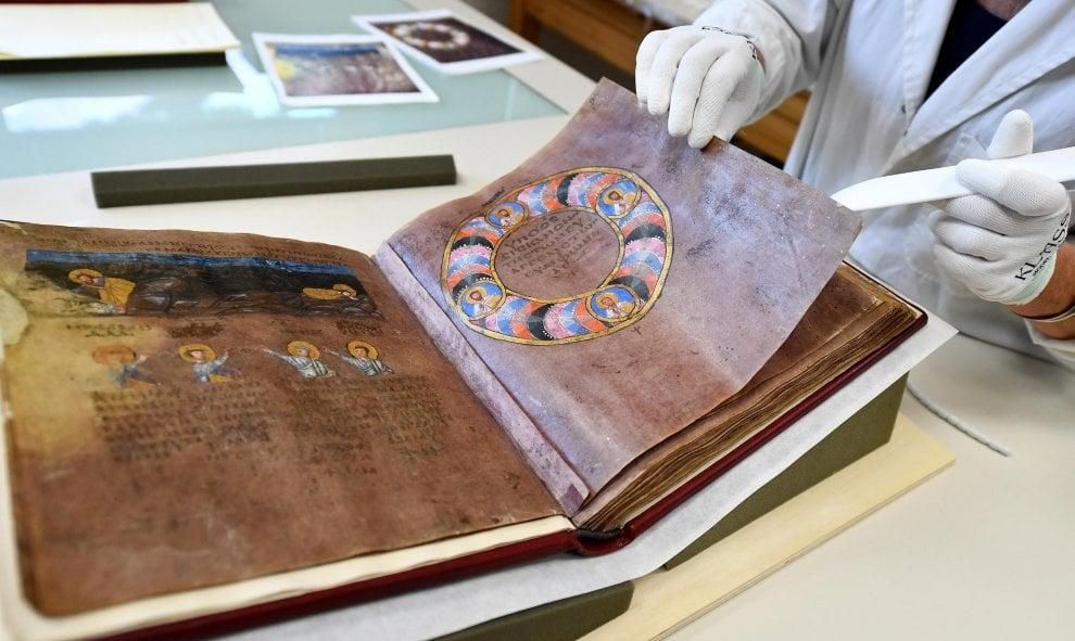 Restaurato il Codex purpureus: torna in Calabria uno dei più antichi libri illustrati