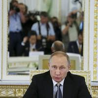 Russia, la Ue prolunga le sanzioni. Renzi:
