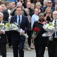 Omicidio Jo Cox, David Cameron e Jeremy Corbyn onorano insieme la deputata laburista
