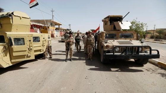 Iraq, riconquistato il municipio di Falluja. Ammainata la bandiera dell'Is