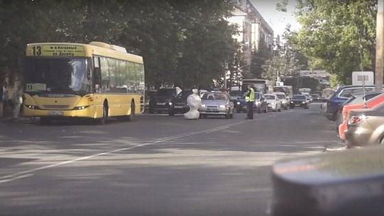 Fugge dal laboratorio e blocca il traffico: il mistero del robot russo